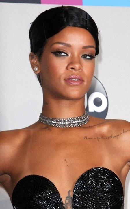 Bold-Hairstyle-of-Rihanna