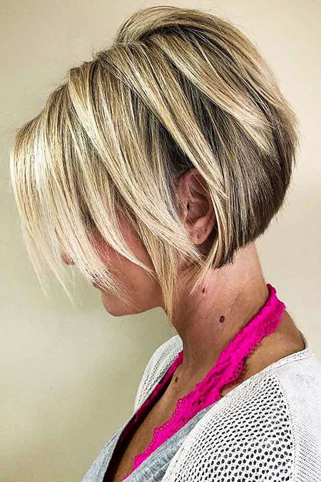 Blonde-Layered-Bob
