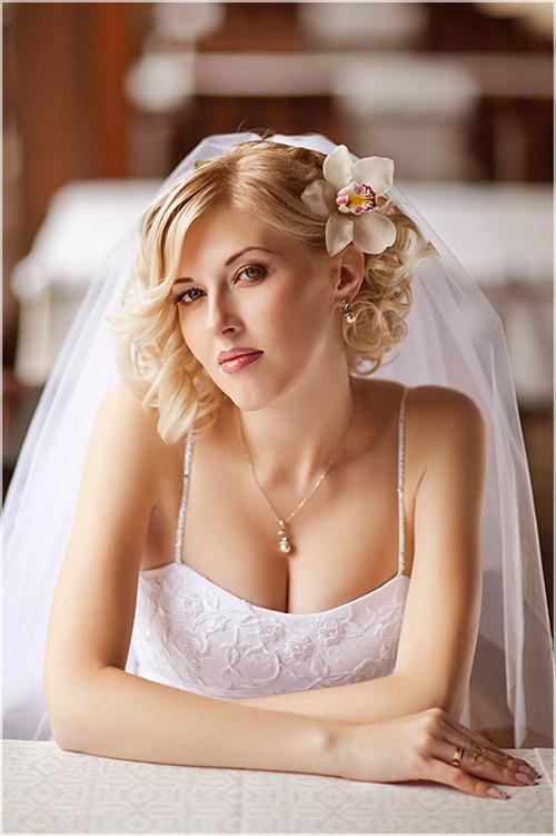 Wedding-hairstyles-romantic-curls