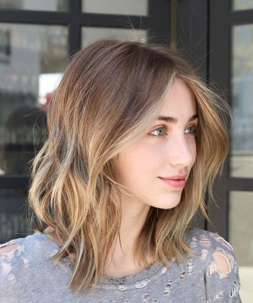 Wavy-Bob-with-Amber-Blonde-Highlights