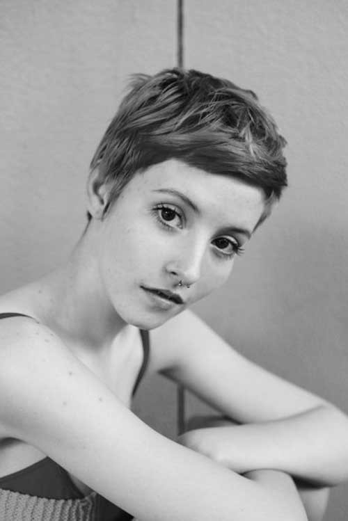Chic-Layered-Short-Pixie-Cut-with-Short-Bangs