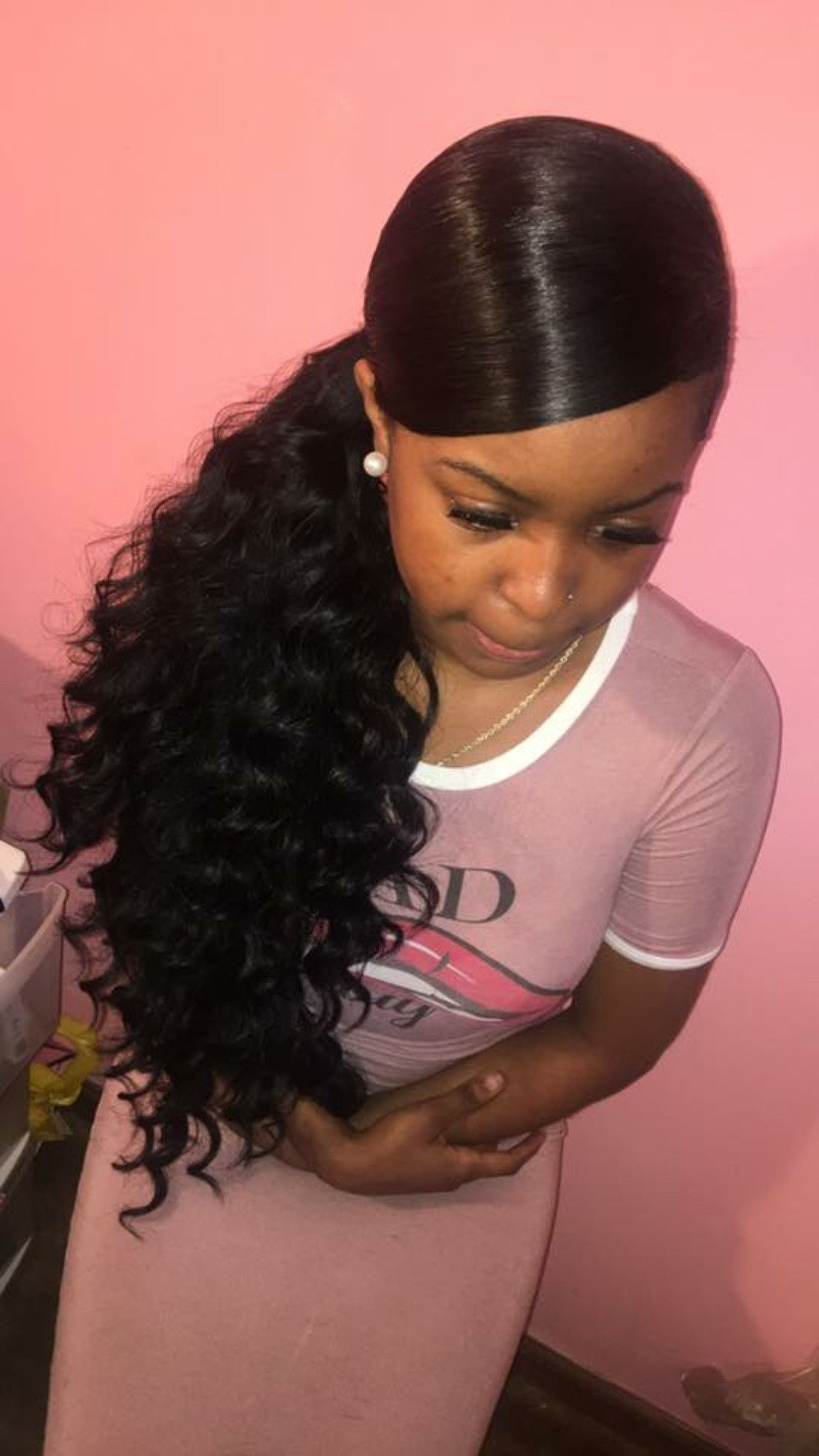 Blend-of-Curls-and-Straight-Hair-with-a-Side-Ponytail