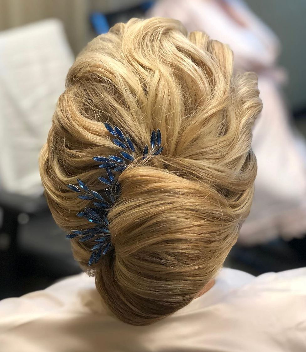 15 beautiful hairstyles for mother of the bride that's